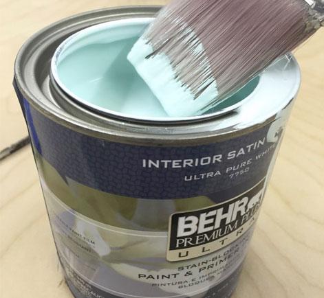 Équipement pour peindre un foyer en briques