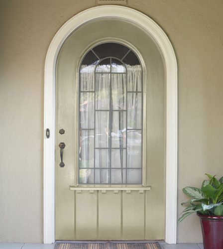 BEFORE: The original tan colour of the front door blends in with the neutral tones of the entryway.
