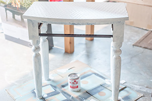 Priming the table with KILZ ORIGINAL primer