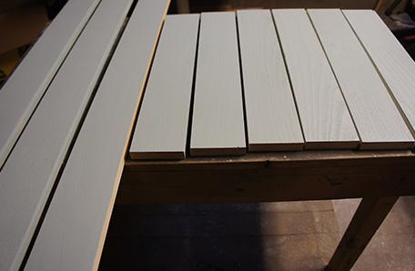 Pinte los soportes del estante antes de instalarlos