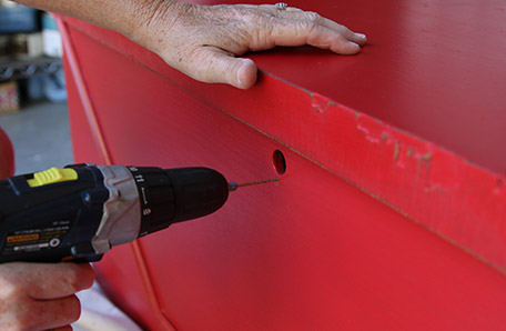 Perforar agujeros para el nuevo mecanismo de cierre