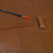 Pasar tinta de manera pareja con un rodillo