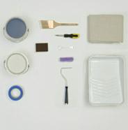Imagen aérea de las herramientas necesarias para pintar gabinetes