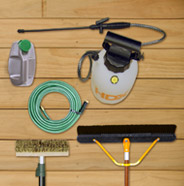 Imagen aérea de las herramientas necesarias para preparar una terraza