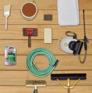 Imagen aérea de las herramientas necesarias para un proyecto de entintado de terraza
