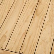 Limpie y seque la terraza de madera