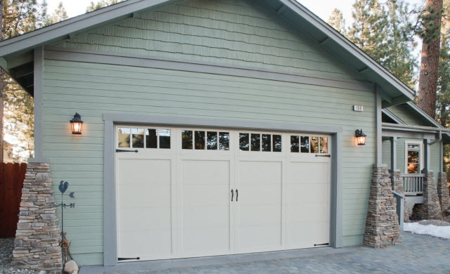 Expert Advice on How-to Paint a Garage Door | Behr