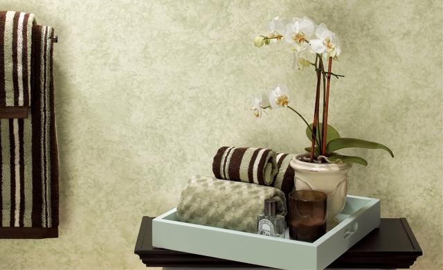 Bandeja de baño con toallas, vela y aceite