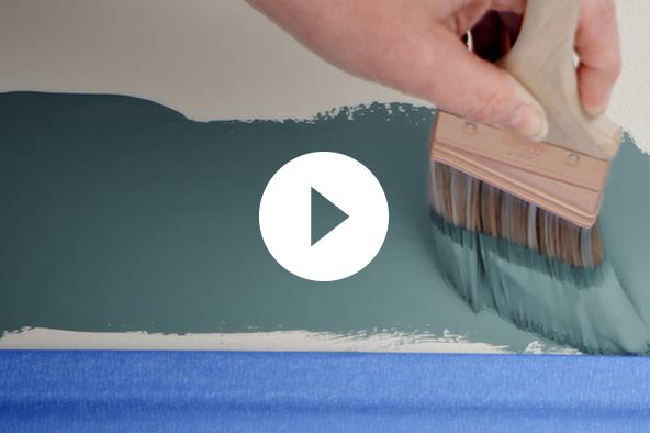 Técnica de pintura con brocha sobre molduras