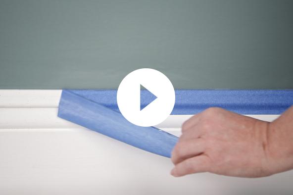 Remoción de la cinta para pintores de molduras