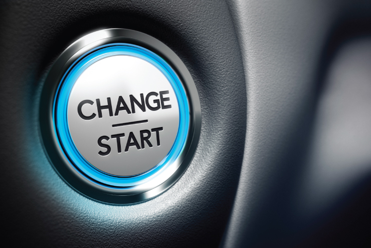 """A button with the words """"CHANGE - START""""."""