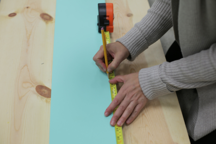Measuring board.