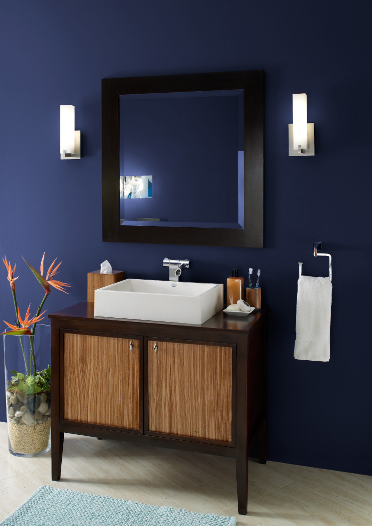 A bathroom with the walls painted in Bon Nuit