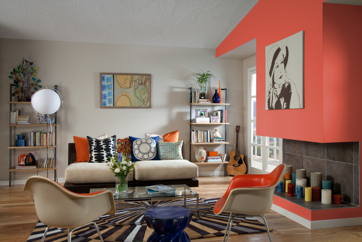 A living room with the upper wall painted in Pimento.