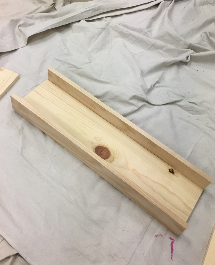 Box with the two long sides assembled.